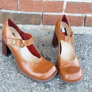 Tommy hilfiger womens size 7.5 heeled leather clog